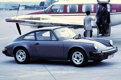 En 1978 les normes anti-pollution contraignent Porsche a revoir le moteur de ses 911. Pour loccasion, la cylindrée est poussée à 3,0 l. La SC (Super Carrera) 3.0 l développe initialement 180chevaux (disponible en carrosserie Targa) puis sera poussé progressivement à 188chevaux en 1980 et204 chevaux en 1981.