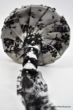 Collar detail of the Old Hollywood Brooch Bouquet:) #wedding #bouquet