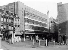 Het nieuwe gebouw van Vroom en Dreesmann in Utrecht. Nederland, 20 november 1942…