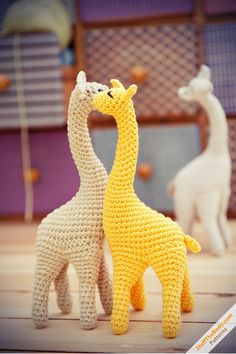 Giraffe crochet pattern by StuffTheBody
