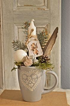 Christmas Cup, Table Decorations, Furniture, Home Decor, Homemade Home Decor, Home Furnishings, Interior Design, Home Interiors, Decoration Home