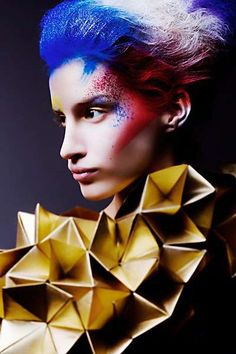 50 Origami-Inspired Fashion Styles - From Futuristic Geometric Dresses to Complex Origami Couture (TOPLIST) Paper Fashion, Origami Fashion, Fashion Art, Fashion Styles, Fashion Design, Geometric Fashion, Geometric Dress, Robert Doisneau, Origami Necklace