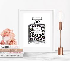 Franse No 5 parfum fles Cheetah Leopard Fashion Art Print, afdrukbare digitale Download, Poster, Chanel, Fashion illustratie, kunst aan de muur door RueDesRosiersNYC op Etsy https://www.etsy.com/nl/listing/466657252/franse-no-5-parfum-fles-cheetah-leopard