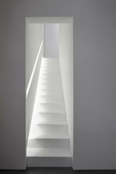 layers of white apartment - tel aviv - pitsou kedem - 2014 - int stair - photo amit geron