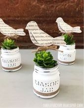This is the only guide you'll ever need for crafting with our favorite country staple: the Mason jar. These easy Mason jar DIYs will make for absolutely adorable home decor. Pot Mason Diy, Mason Jar Planter, Mini Mason Jars, Mason Jar Crafts, Diy And Crafts Sewing, Diy Craft Projects, Crafts To Sell, Craft Ideas, Diy Ideas