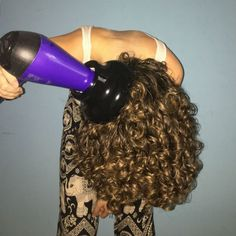 How to Get Volume & Curl Definition with Your Diffuser nina diffuser 2 Dry Curly Hair, Curly Hair Tips, Curly Hair Styles, Curly Girl, Wavy Hair Care, Curly Hair Routine, Air Dry Hair, Curly Hair Diffuser, Hair And Beauty