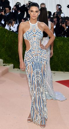 Met Gala 2016: Every Gorgeous Look on the Manus x Machina Red Carpet | People - Kendall Jenner in Atelier Versace