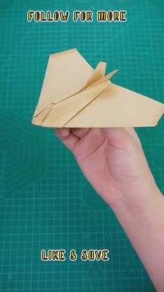 Paper Airplane Folding, Make A Paper Airplane, Paper Folding Crafts, Cool Paper Crafts, Paper Mache Crafts, Paper Crafts Origami, Fun Diy Crafts, Diy Paper, Airplane Crafts