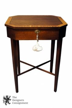 Traditional Henkel Harris Solid Mahogany Locking Accent Side Table Chest Vintage