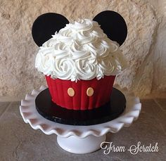 mickey mouse giant cupcake Giant Cupcake Recipes, Cupcake Smash Cakes, Large Cupcake, Mini Mouse Cake, Mickey Mouse Cupcakes, Mickey Mouse Desserts, Ladybug Cupcakes, Kitty Cupcakes, Snowman Cupcakes