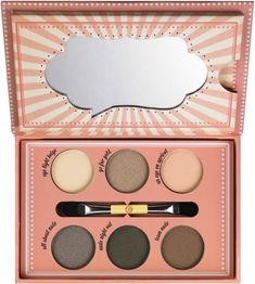Essence How To Make Nude Eyes Palette contains six matte and shimmery shadows to create beautiful nude eye looks.