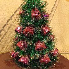 Елка из шоколадных конфет #елка#шоколад#елкаизконфет#назаказ#подарки#подорокручнойработы#подарокхендмейд#елочка#елкавподарок#москва#подаркивмоскве#недорого#купитьподарок