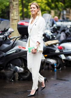 13 May 2015 Style News. 7 Office Wardrobe Hacks for When You're on a Budget - On top of your typical job duties, there's a lot to worry ab. Helena Bordon, White Suits, White Blazers, Ootd, Street Chic, Street Fashion, Street Smart, Fall Fashion, Fashion Trends