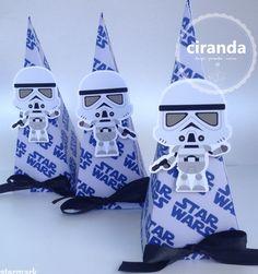 Pirâmide tema Star Wars - Ciranda papel e presente 85 9 8967.3312 #papelariapersonalizada #festainfantil #aniversário #starwars