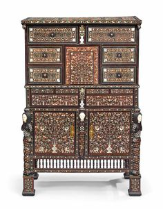 ATELIER JÚLIO LEAL Indian Furniture, Antique Furniture, Furniture Decor, Ivory Cabinets, Antique Cabinets, Mid Century House, 18th Century, Exterior Design, Interior And Exterior