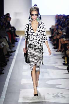 seductive mix of forms and patterns..i wish I can grow 3 more inches taller to pull this look off!