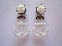 White Rose and Anchor Plugs with Antique bronze filigree and bow. 1/2' (12mm) gauge for stretched ears by Gauge Queen