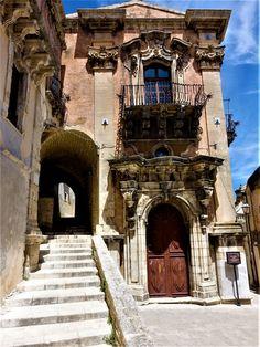 Vakre Sicilia – Roadtrip i 8 dager! I 8, Catania, Christmas Lights, Big Ben, Road Trip, Building, Travel, Christmas Fairy Lights, Viajes