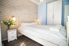 """Słoneczny apartament """"Chmielna Garden II"""" z prywatnym ogrodem znajduje się w samym sercu Gdańska, na Wyspie Spichrzów. Bed, Furniture, Home Decor, Yurts, Decoration Home, Stream Bed, Room Decor, Home Furnishings, Beds"""