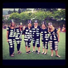 Teacher Costume Idea- My team, TA's and I dressed up as word wall words. We used grade HF words printed on sticky paper (we used the letter of our first name), easy/cheap/cute costume! Team Costumes, Halloween Costumes For Work, Book Costumes, Teacher Costumes, Cute Costumes, Halloween Fun, Costume Ideas, Amazing Costumes, Halloween Activities