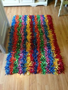 New Sewing Pillows Round Pom Poms Ideas Hand Sewing Projects, Sewing Crafts, Diy Carpet, Rugs On Carpet, Carpets, Homemade Rugs, Pom Pom Rug, Latch Hook Rugs, Rustic Rugs