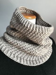 The Hillview Road Cowl is a seamless, top down, simple pattern featuring slipped. The Hillview Road Cowl is a seamless, top down, simple pattern featuring slipped. STEP-BY-STEP INSTRUCTIONS and PHOTOS. Easy Knitting, Loom Knitting, Knitting Stitches, Knitting Patterns Free, Crochet Patterns, Free Pattern, Snood Pattern, Beginner Knitting Projects, Knitting Tutorials