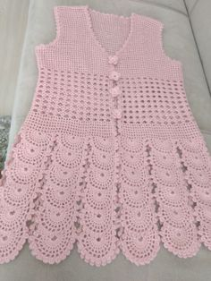 This Pin was discovered by Ley Pull Crochet, Crochet Coat, Crochet Jacket, Crochet Round, Thread Crochet, Crochet Clothes, Baby Knitting Patterns, Crochet Cardigan Pattern, Crochet Blouse