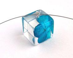 Colgante de la resina de Hortensia. Collar de resina azul.  Presiona colgante collar.  Flores real presionados - Hortensia azul