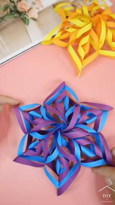 Cool Paper Crafts, Christmas Paper Crafts, Paper Crafts Origami, Christmas Decorations, Christmas Tree, Christmas Flowers, Paper Decorations, Diy Crafts Hacks, Diy Crafts For Gifts