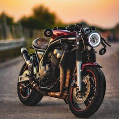 Bikers with Styleさん( Cafe Racers, Cb750 Cafe Racer, Cafe Racer Bikes, Cafe Racer Motorcycle, Moto Bike, Motorcycle Style, Women Motorcycle, Motorcycle Gear, Bike Bmw