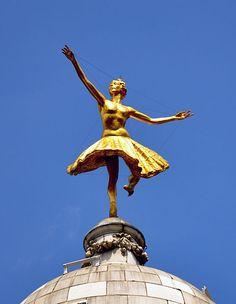 Anna Pavlova sur le dôme du Victoria Palace Theatre de Londres