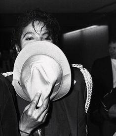 Loved your privacy huh? Jackson Family, Jackson 5, Michael Jackson Rare, Michael Jackson Singing, The Jacksons, Photos, Apple Head, People, Fine Boys