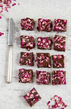 Raw Rosey Rocky Road - a healthy take on the original, vegan, gluten free and refined sugar free. The perfect Valentine's Day recipe. Edible Rose Petals, Edible Roses, Valentines Day Food, Vegan Desserts, Dessert Recipes, Dinner Recipes, Vegan Recipes, Vegan Ideas, Recipes