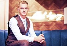 TOPMAN GENERATION dress Ed Drewett in our Oxford Circus Personal Shopping lounge, as the singer/songwriter performs his new music here: http://tpmn.co/RXDRRI