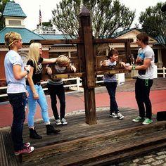 r5 entrevista   R5 visita a Disneylândia