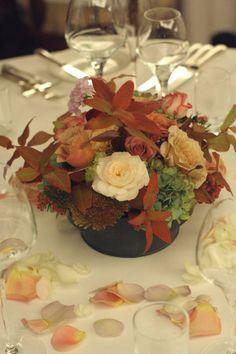 深い秋、翠と紅の装花  代官山パッション様へ