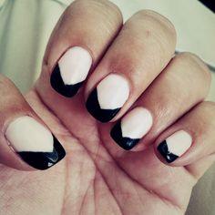 Chic Nails// cream base with black chevron