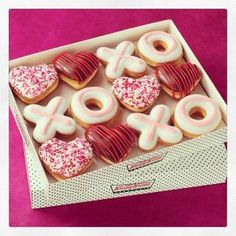 So much love in one box. brought to you by Krispy Kreme Donuts Donuts Beignets, Doughnuts, Delicious Donuts, Yummy Food, Donuts Tumblr, Krispy Kreme Doughnut, Cute Donuts, Mini Donuts, Cute Desserts