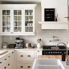 Incredibly Farmhouse Style Kitchen Design Ideas - Page 43 of 65 Budget Kitchen Remodel, Kitchen On A Budget, New Kitchen, Kitchen Dining, Kitchen Decor, Kitchen Ideas, Kitchen Island, Kitchen Cabinets, Farmhouse Style Kitchen