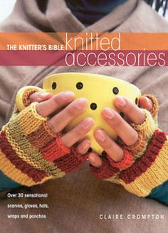 This free fingerless gloves pattern makes two-way mitten gloves that combine the versatility of fingerless gloves with the warmth of mittens.
