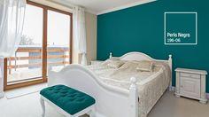 Los tonos intensos son ideales para habitaciones donde predominan los blancos. ¡Embellece tu hogar! Color Interior, Interior Design, House Painting, My Room, Color Trends, Colorful Interiors, Toddler Bed, Sweet Home, Room Decor