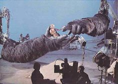 Behind the scenes of King Kong showing Jessica Lange in the hands of the robotic gorilla being controlled by computers. It's noticeable in the movie when the camera switches back and forth between the robotic King Kong and the real actor. King Kong 1933, Photos Rares, Films Cinema, Classic Monsters, Iconic Movies, Blockbuster Movies, Movie Props, Scene Photo, Horror Movies