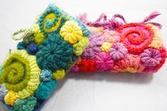 Famed Artist Janice Rosemas tutorial about her legendary freeform techniques. This 6-page tutorial will explain both crochet and knitting freeform