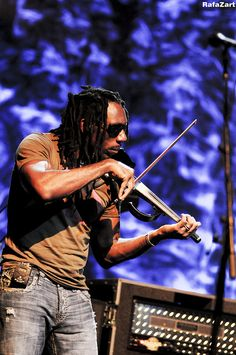 freaky fiddle player from the matrix!! Boyd, ultimate jammer!!!