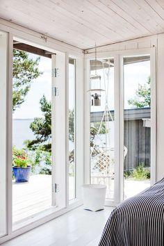 Gravity Interior : 15 square meters Swedish cottage via Skona Hem Scandinavian Holidays, Scandinavian Home, Tiny House, Swedish Cottage, Italian Home, Nordic Design, Bungalow, New Homes, House Design