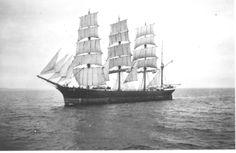 """Velero Alemán """"Pommern"""" (1913). El nombre es la diosa griega de la memoria, y que formó parte de una serie de barcos de vela con nombres inspirados en la mitología griega. El propósito de la nave era el transporte de materias primas de América del Sur, principalmente en Chile, por lo que tuvo que ser unidad fuerte y robusto. El logro más famoso fue superada con la ruta Tocapilla a Hamburgo en 103 días."""