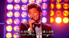 Bruno Mars - Just The Way You Are ( Live at the BRIT Awards 2012 ) [ Lyr...