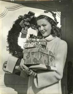 Lover of old hollywood and anything vintage. Golden Age Of Hollywood, Vintage Hollywood, Classic Hollywood, Hollywood Divas, Hollywood Glamour, Gene Tierney, Christmas Past, Vintage Christmas, Christmas Photos