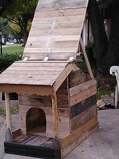 Pallet Dog House With Open Roof- 14 DIY Doghouse Design | DIY to Make