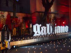 Galliano Presentazione Broadway Shows, Fashion, Moda, Fashion Styles, Fashion Illustrations